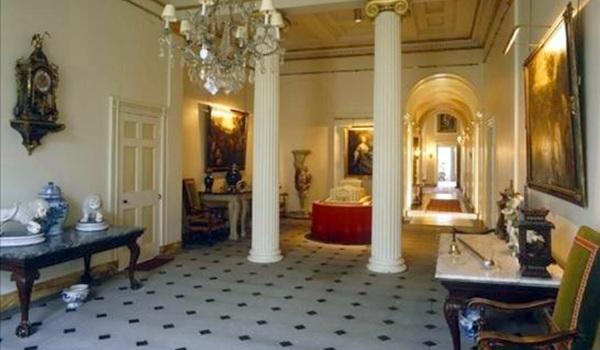 Foto: Cum arată palatele celebrităţilor