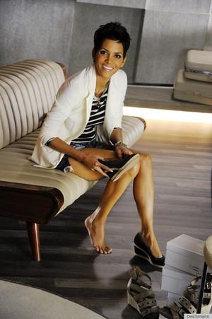 '5th Avenue' noua colecţie de pantofi marca Halle Berry