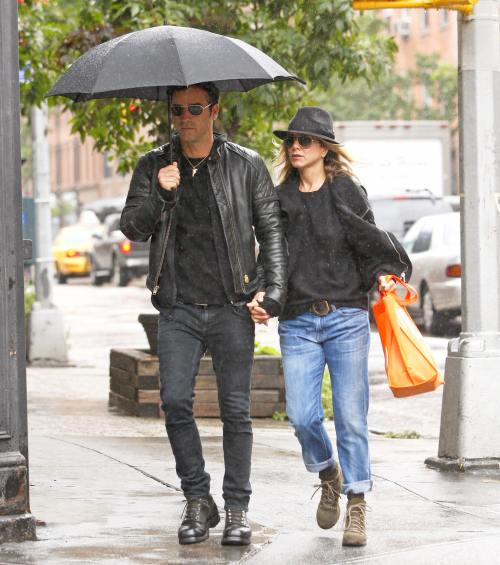 Jennifer Aniston si Justin Theroux se imbraca la fel