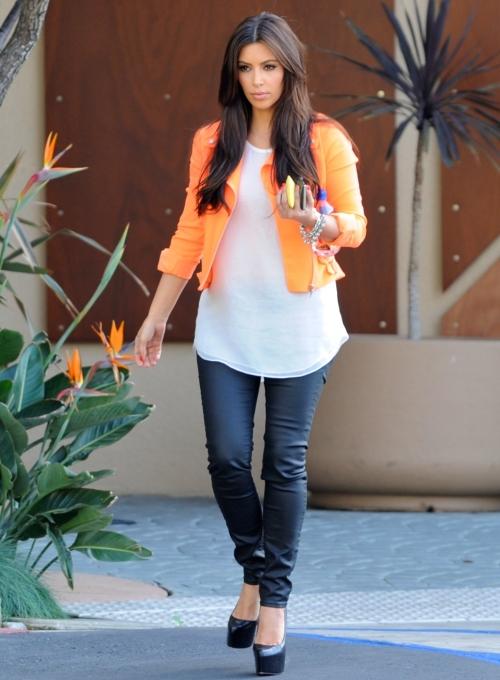 Fură-i stilul! Îmbracă-te ca frumoasa Kim Kardashian