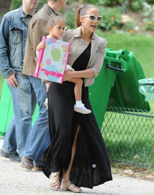 1 mai 2012: Vedetele se îmbracă cool la picnic. Inspiră-te!