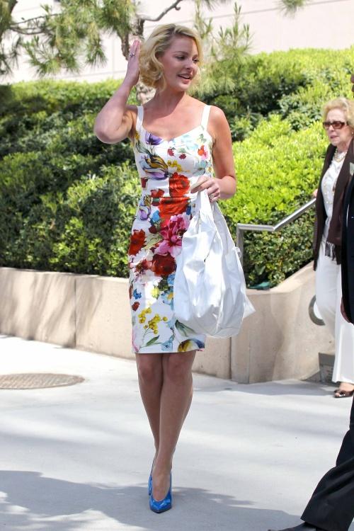 Foto: Poartă rochii cu print floral, ca actriţa Katherine Heigl!