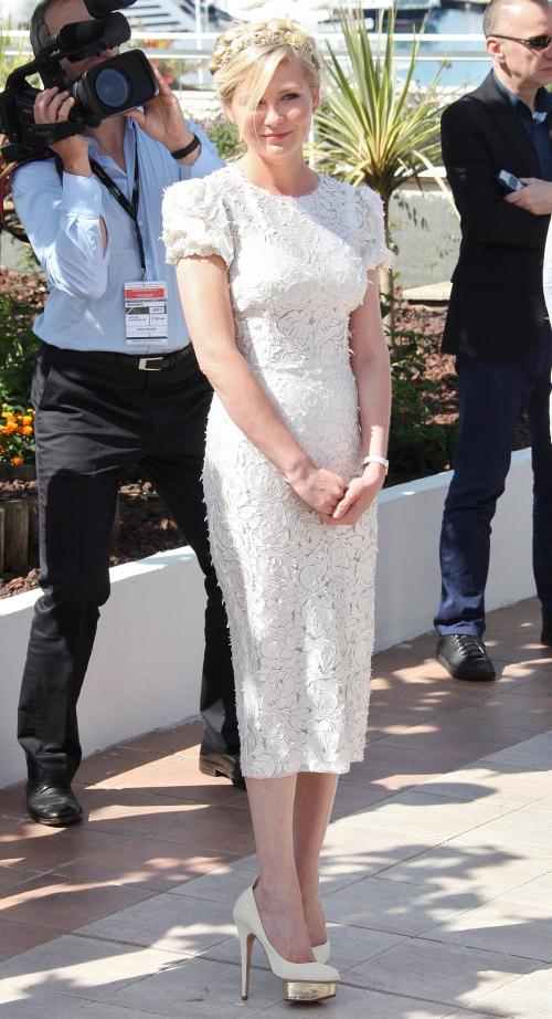 Cannes 2012: Kirsten Dunst, ca o zână pe covorul roşu