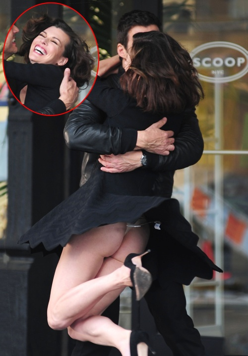 """Foto: Probleme """"tehnice"""". Toată lumea i-a văzut fundul Millei Jovovich"""
