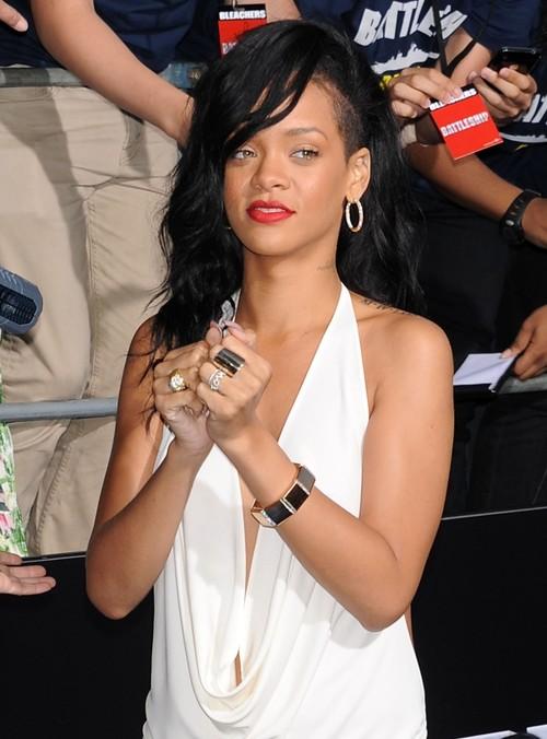 Rihanna, pe urmele lui Amy Winehouse: Are probleme cu alcoolul?