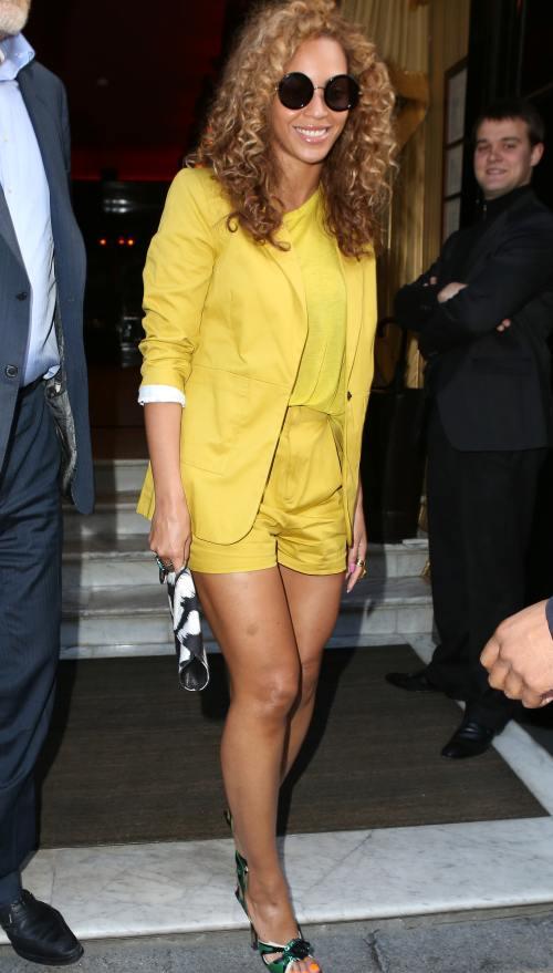 Beyonce, superbă în pantaloni scurţi. Vezi cine i-a mai purtat aseară!