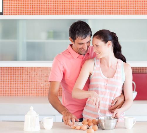 Relaţii: 5 paşi pentru o cină romantică perfectă