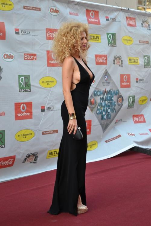 Romanian Music Awards 2012: 2 vedete cu ţinute controversate