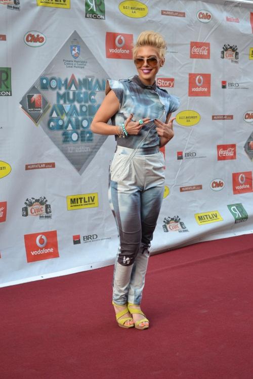 Romanian Music Awards 2012: Andreea Bănică, o apariţie spectaculoasă