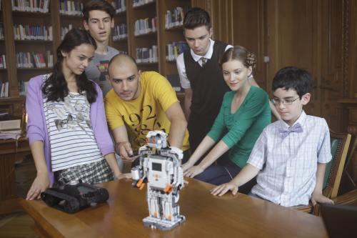 Guess Who vrea să ajute copiii pasionaţi de tehnologie