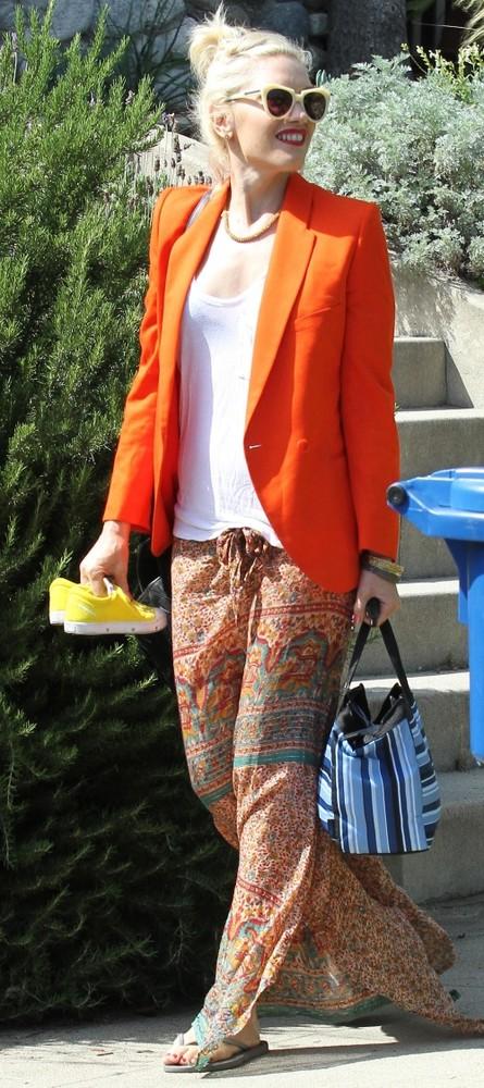 Practic: Cum porţi cu stil portocaliu intens. Vedetele te învaţă!