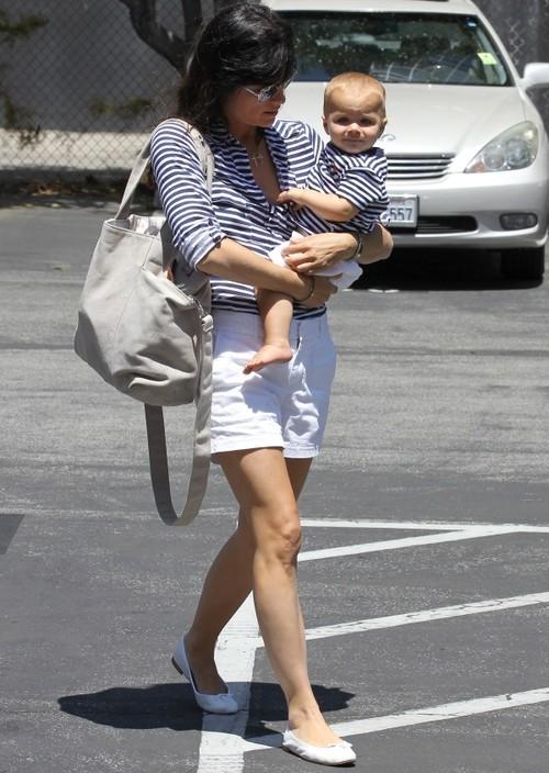 Foto: Aşa mamă, aşa fiu. Uite cât de drăguţ sunt îmbrăcaţi Salma Blair şi băieţelul ei!