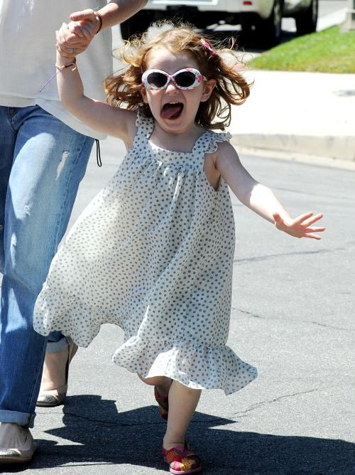 Ce drăguţ! Alyson Hannigan şi fetiţele ei la plimbare