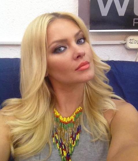 Cristina Dochianu : Ai văzut vreo femeie mai frumoasă ca ea?