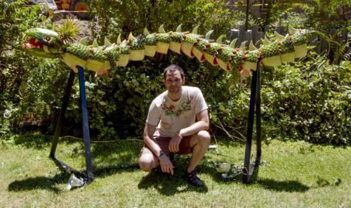 Bizar: Dragon făcut din pepeni. Cântăreşte 160 kilograme