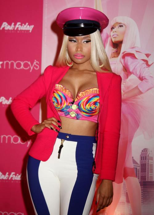 Ce urât: Nicki Minaj, într-o ţinută oribilă la lansarea noului ei parfum