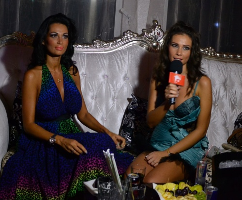 Vedete România: Nicoleta şi Iuliana Luciu. Care dintre surori e mai sexy?