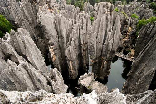 Destinaţii incredibile: Pădurea de piatră şi dealurile de foc