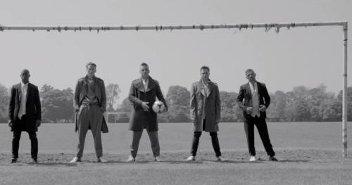 Robbie Williams a lansat o colecţie de haine