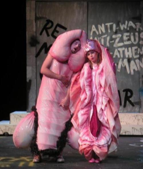 Inedit: Costume ciudate purtate de cupluri de Halloween. Uite cât de nebuni sunt unii oameni!