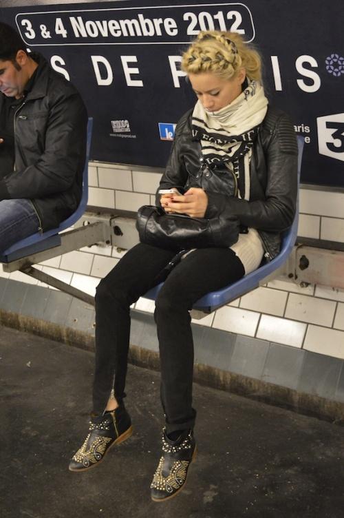 Foto: Ce coafură ciudată are Laura Cosoi! Îţi place sau nu?