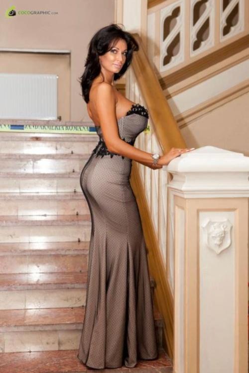Stil de vedetă: Nicoleta Luciu, foarte sexy sau vulgară? Îţi place cum se îmbracă?