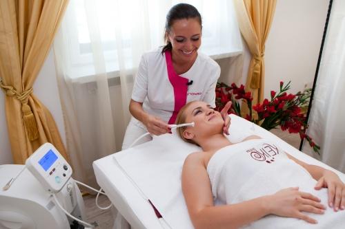 VIDEO Beauty zone: Află cum să obţii un ten luminos şi fără pete cu mezoterapia virtuală cu oxigen!