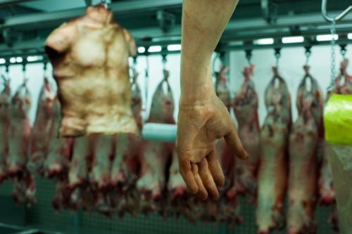 ORIBIL: O măcelărie vinde carne de om. Vezi explicaţia