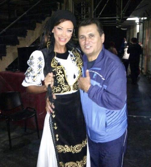 Dansez pentru tine: Bianca Drăguşanu, în costum popular alături de Nea Mărin