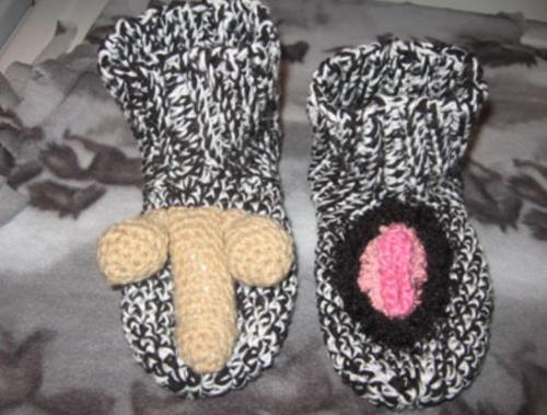 Accesorii decorative scârboase: Organe sexuale tricotate