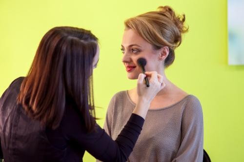 VIDEO: Tutorial fabulos de make up pentru Crăciun! Învaţă să te machiezi singură!