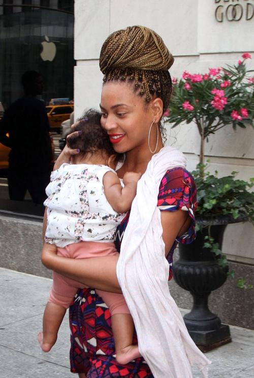 POZE DE FAMILIE: Blue Ivy, fiica lui Beyonce, a împlinit un an! Uite cum arată!