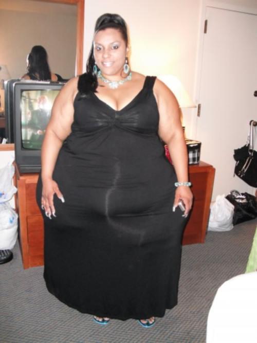 Horror: Femeia cu şolduri de 2,4 metri nu vrea să slăbească