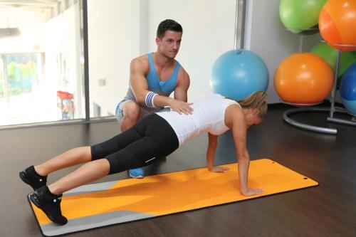 Fitness cu Neby: Uite cum să scapi de kilogramele în plus acumulate de Sărbători!
