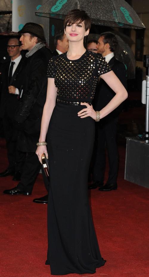 POZE: Rochii frumoase la premiile BAFTA 2013. Totuşi uite cum s-a îmbrăcat Sarah Jessica Parker!