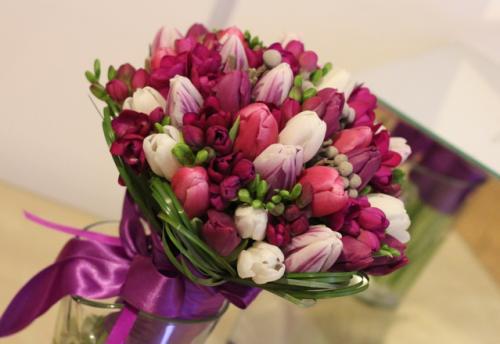 8 Martie: Alege cele mai frumoase aranjamente florale pentru femeile dragi