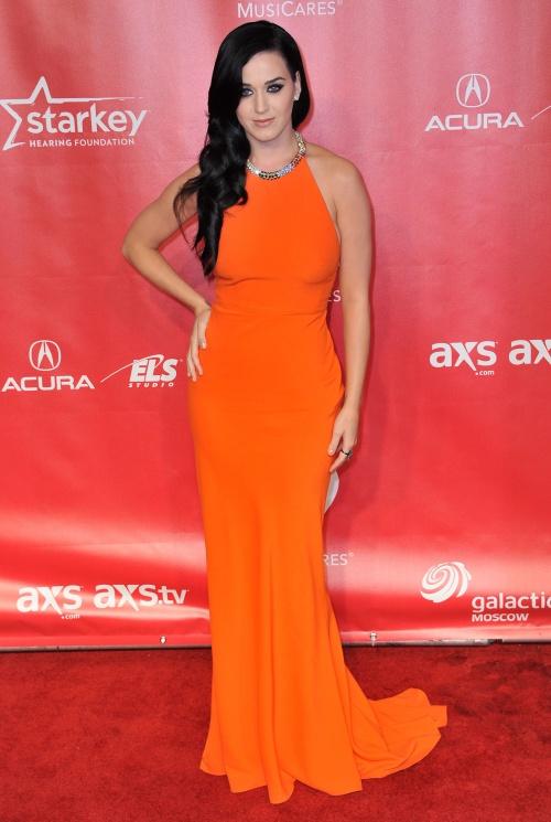 Două dive, o rochie identică: Katy Perry versus Emily Blunt