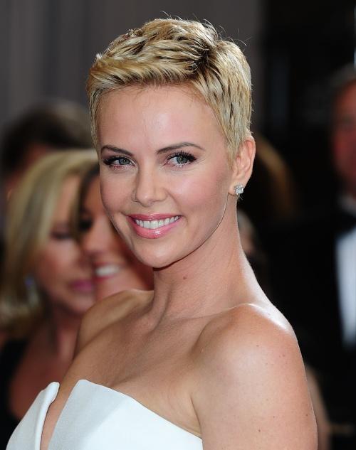 Machiaj şi coafuri la Oscar 2013: cele mai stilate apariţii pe covorul roşu
