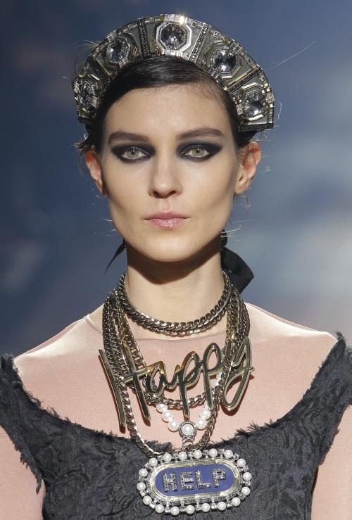 Paris Fashion Week 2013: Uite ce accesorii fabuloase ne recomandă designerii! Ai purta?