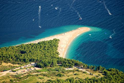 Destinaţii: Top 6 plaje din Europa cu apă ireal de albastră