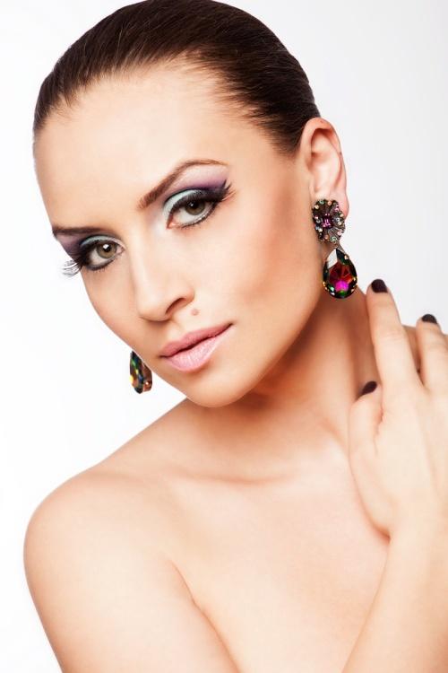 Frumuseţe de primăvară: Învaţă să îţi faci un make-up în tendinţele sezonului
