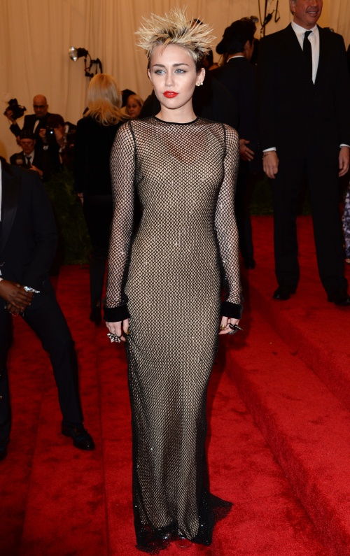 MET Gala 2013: Cele mai urâte rochii şi neinspirate apariţii ale vedetelor