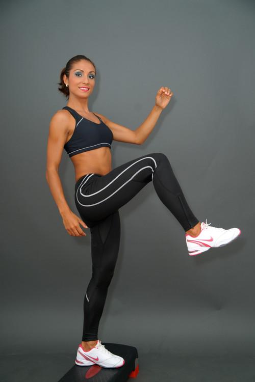 Braţe, abdomen şi picioare de vis, în trei mişcări. Sfaturi de la Cori Grămescu
