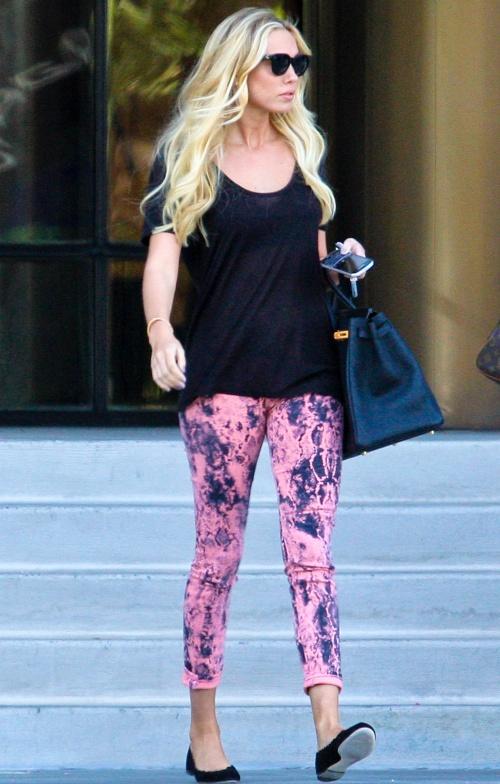Moda verii 2013: Pantalonii cu imprimeu, în tendinţe. Uite cum să-i asortezi!