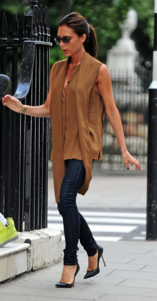 Aşa mamă, aşa fiu! Uite ce trendy sunt Victoria Beckham şi Romeo!