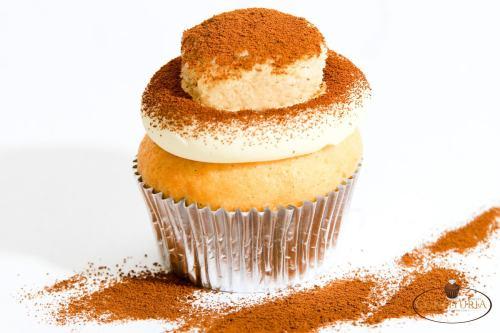 "(P) Cofetăria Confituria a adus un nou concept în Romania: ""Your personal pastry chef"""