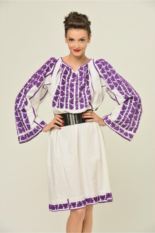 Vedetă la modă: Cum ar purta Cosmina Păsărin rochia tradiţională românească?