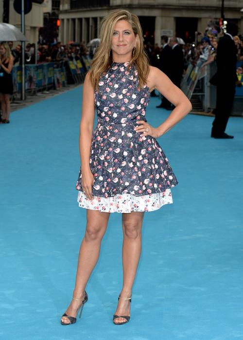 Jennifer Aniston, superbă şi fresh într-o rochie cu imprimeu floral
