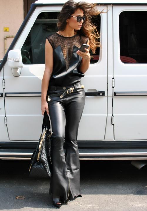 Unica Fashion Week: Andra Andreescu te învaţă cum să porţi articole de piele şi să fii super-hot!