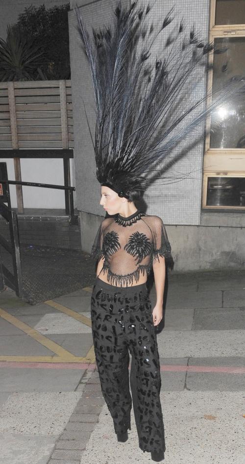 Excentric! Nu o să îţi vină să crezi ce poartă Lady Gaga pe cap!